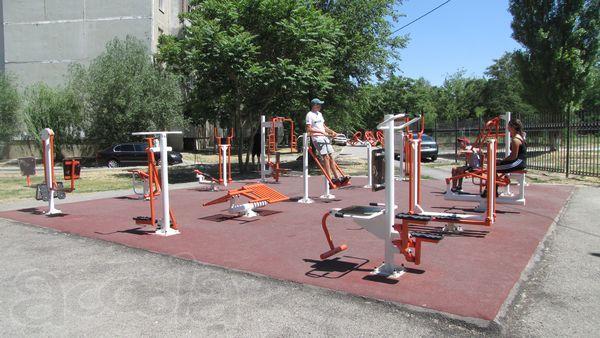 Уличные тренажеры и оборудование для спортивных площадок b9e9900404e